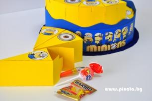 Хартиена торта с тематична декорация Миньони