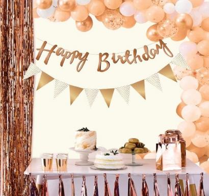 Комплект триъгълни флагчета и фолиев блестящ надпис за декорация с текст Happy Birthday, 2,0 м дължина в цвят розово злато