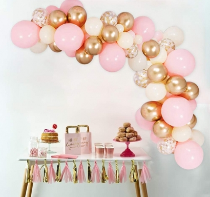Комплект за украса с балони тип арка, 65 бр. балони в бяло, златно хром, светло розово и прозрачни със златни конфети