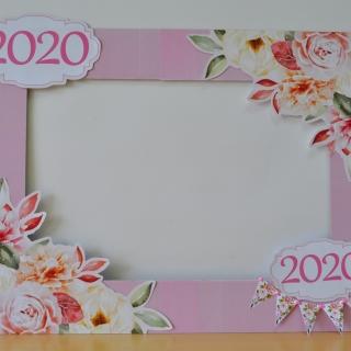 Селфи рамка за снимки Честито дипломиране с флорални елементи, 60х80 см