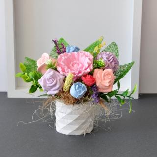 Букет с ароматизирани гипсови цветя в малка гипсова кашпа, цвят бял