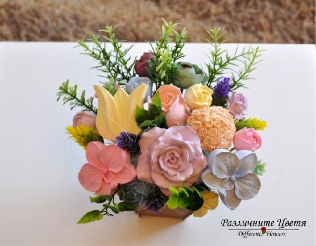 Букет от ароматизирани гипсови цветя в бяла кашпа