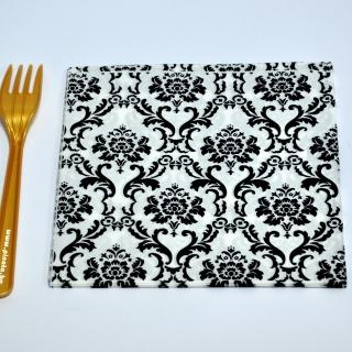 Парти салфетки бели с черни орнаменти, 20 бр в пакет