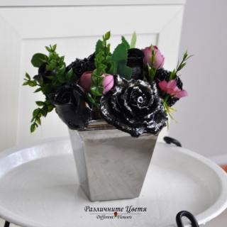 Букет от ароматизирани гипсови цветя в сребърна порцеланова арт кашпа