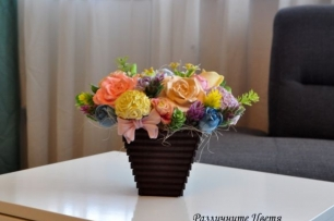 Букет от ароматизирани гипсови цветя в кафява кашпа