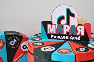 Хартиена торта с тематична декорация и персонализация ТИК ТОК