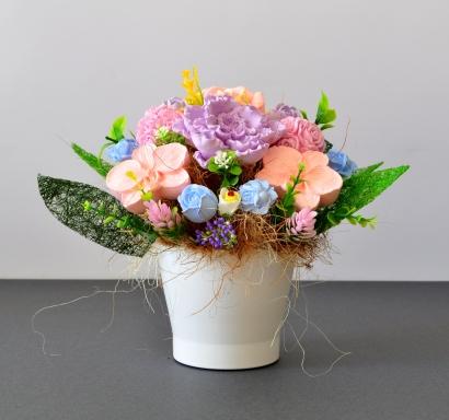 Букет с ароматизирани гипсови цветя в декоративна порцеланова  кашпа, цвят бял