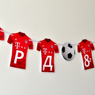 Персонализиран банер Честит Рожден Ден Байерн Мюнхен футбол, с две включени фигури бонус