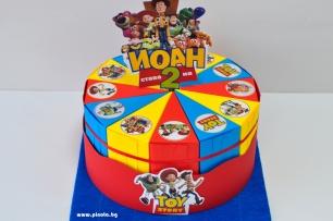 Хартиена торта с тематична декорация и персонализация Играта на играчките
