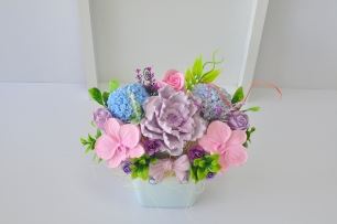 Букет от ароматизирани гипсови цветя в декоративна кошничка цвят мента