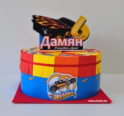 Хартиена торта с тематична декорация и персонализация Хот Уилс