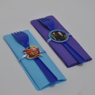 Парти комплект салфетка и виличка Наследниците 33х33 см