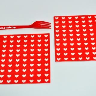 Парти салфетки червени с бели сърца, 20 бр в пакет