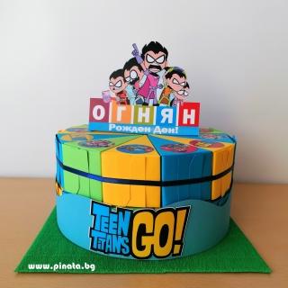 Хартиена торта с тематична декорация Малките Титани