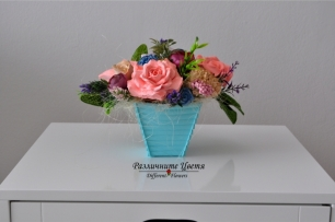 Букет от ароматизирани гипсови цветя в синя кашпа