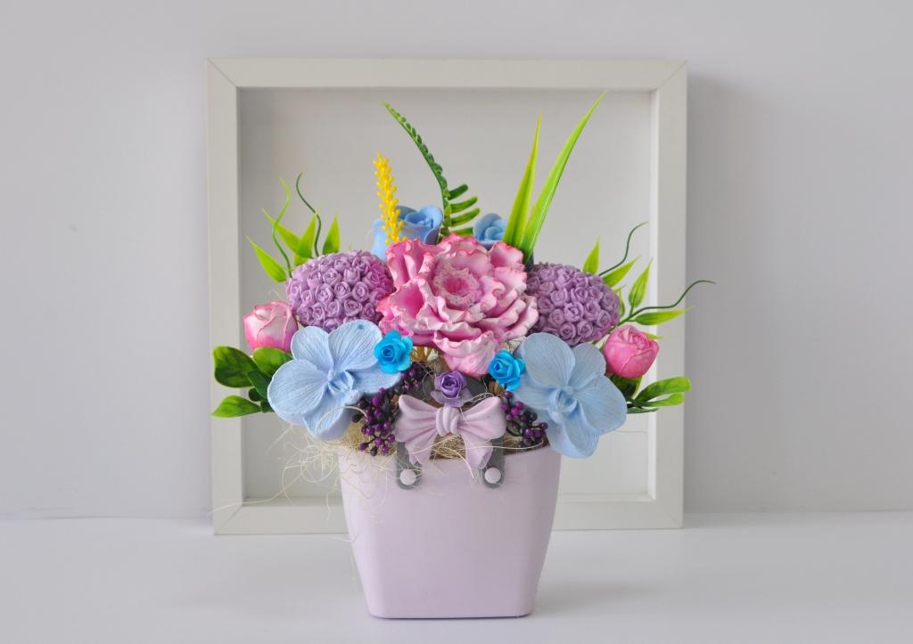 Букет от ароматизирани гипсови цветя в декоративна кошничка цвят лилав