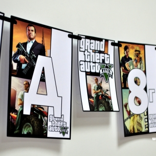 Персонализиран банер Честит Рожден Ден GTA 5 с включени две флагчета бонус