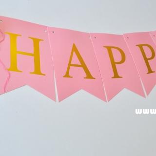 Банер комплект Happy Birthday / Честит Рожден Ден, розов със златни букви и 4 пискюла за декорация
