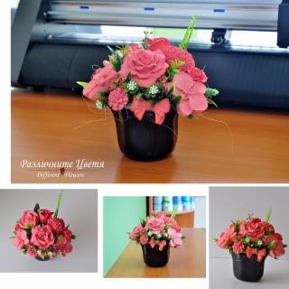 Букет от ароматизирани гипсови цветя в черна порцеланова декоративна кашпа