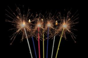 Свещички за рожден ден тънки искрящи 18 броя в пакет, 17 см